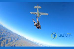 ¿Cuánto cuesta hacer paracaidismo?