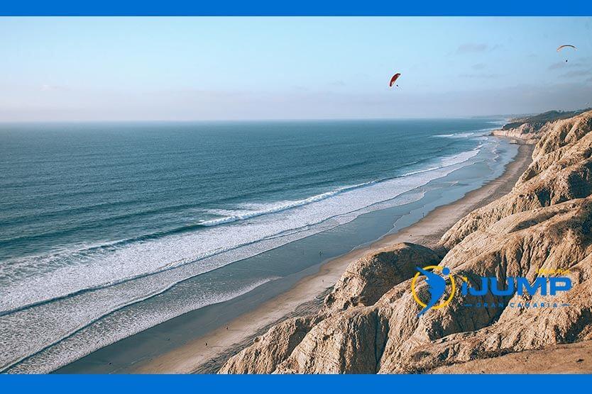 ¿Cuál es la diferencia entre paracaídas y parapente?